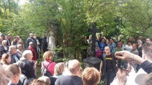 Toimittaja Jari Niemelä kertoo Nottbeckien hautausmaan historiasta